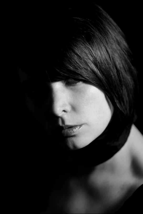 Clarissa Schwarz, St.Gallen. Selbstportrait der Grafikerin und Künstlerin.