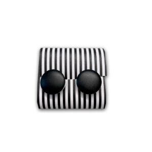 Schwarzknopf Unikate Ohrringe von Clarissa Schwarz